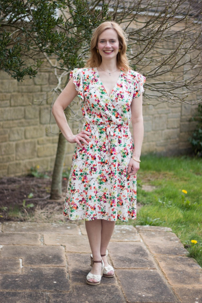 39d3b7f5d897 I've had this pattern for a while and as soon as I saw the fabric, I  thought it would be a good match. I usually tend towards smaller flower  prints but for ...