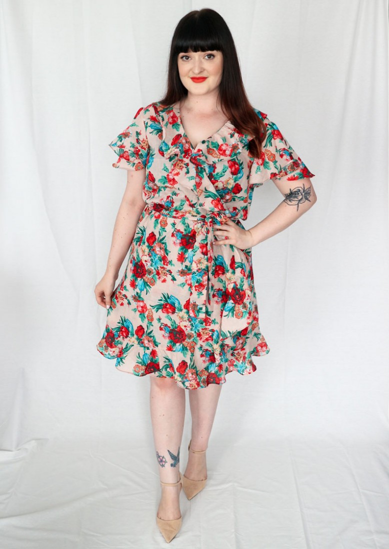 7e42716ca88605 I'm feeling super summer-y in my Simplicity 8608 faux wrap ruffle dress but  for me, this pattern wasn't plain sailing. It's a relatively new Simplicity  ...